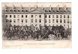 Militaire Cpa Cavalerie Saumur Carroussel Coups De Revolver Ceremonie Ecole Cavalier Cavaliers Soldats Cachet 1911 - Régiments