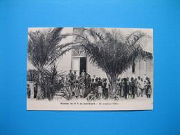 Missions Des P.P. Du Saint-Esprit -- En Attendant L'Office - Cartes Postales