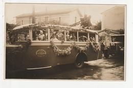 CARTE PHOTO - VILLEFRANCHE EN BEAUJOLAIS - CAVALCADE 1932 -  AUTOCAR - SOCIETE DES AUTO CARS ET DES MESSAGERIES- 69 - France