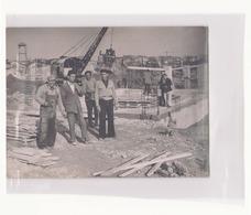 Photo ( 18 X 13 Cm ) Ouvriers Sur Un Chantier De Construction - Métiers