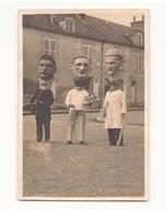 Photo ( 14 X 9 Cm ) Grosses Têtes Lors Du Carnaval De Chateauneuf Photographe Seznec - Personnes Anonymes