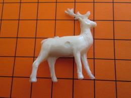 319b Figurine Publicitaire Années 50/60 CERF , Demi Ronde-bosse , Plastique Dur Couleur Ivoire - Figurillas