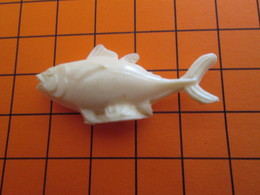319b Figurine Publicitaire Années 50/60 POISSON PEUT ETRE THON , Demi Ronde-bosse , Plastique Dur Couleur Ivoire - Fish