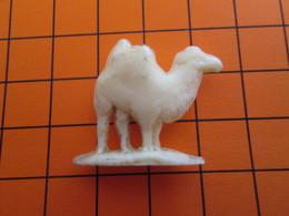 319b Figurine Publicitaire Années 50/60 CHAMEAU DROMADAIRE , Demi Ronde-bosse , Plastique Dur Couleur Ivoire - Figurines