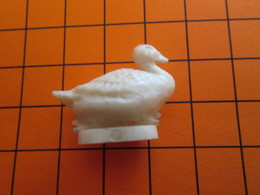 319b Figurine Publicitaire Années 50/60 OISEAU CANE CANARD  , Demi Ronde-bosse , Plastique Dur Couleur Ivoire - Oiseaux