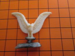 319b Figurine Publicitaire Années 50/60 OISEAU AIGLE ? , Ronde-bosse , Plastique Dur Couleur Ivoire - Oiseaux