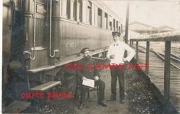 CHEMIN DE FER / TRAIN A QUAI  TRIN NUMERO 1633 D - Gares - Avec Trains