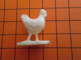 319b Figurine Publicitaire Années 50/60 OISEAU POULE POULET , Ronde-bosse , Plastique Dur Couleur Ivoire - Birds - Chicken