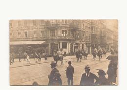 CARTE PHOTO D UN DEFILE DU 14 JUILLET 1920 DANS LA WILEHEMSTRASSE LE GENERAL DE BRANTES SUIVI DE SON ETAT MAJOR - Photographs