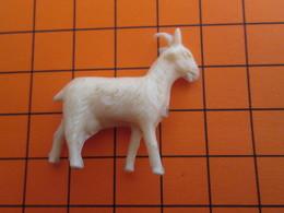 319b Figurine Publicitaire Années 50/60 CHEVRE , Ronde-bosse , Plastique Dur Couleur Ivoire - Figurines