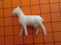 319b Figurine Publicitaire Années 50/60 CHEVRE , Ronde-bosse , Plastique Dur Couleur Ivoire - Figurillas