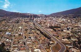 1 AK Venezuela * Blick Auf Die Hauptstadt Caracas Mit Der Avenue Bolivar - Luftbildaufnahme * - Venezuela