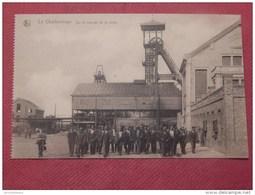 CHARBONNAGE - BELGIQUE -  Sur Le Carreau De La Mine - Mijnen