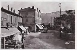 C Photo Sm/ Agay  (83) Route Nationale  Hotel Du Rastel, Grand Café, Pompe à Essence Standard Autocar  Ed Munier - France
