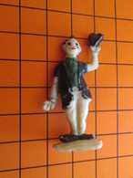 319c Figurine Publicitaire Années 50/60 CIRQUE NADI CLOWN , Ronde-bosse , Plastique Dur Couleur Ivoire - Figurines