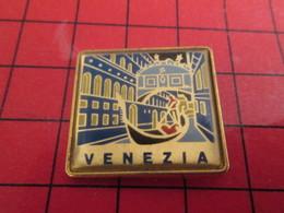 410F Pins Pin's / Rare & Belle Qualité THEME VILLES / ITALIE VENISE VENEZIA GONDOLE - Villes