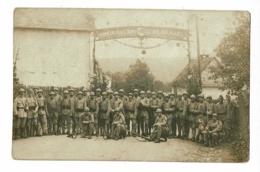 """Carte Photo """"Groupe Militaires 167e Régiment Infanterie"""" Sous Une Banderole """"Honneur Aux Loups, Gloire Aux Alliés"""" 1920 - Régiments"""