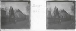 Plaque De Verre Stéréoscopique Positive - Année 1945 - Moret Sur Loing - Rue Du Peintre Sisley - Plaques De Verre