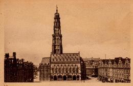 Arras : La Petite Place Et L'hôtel De Ville - Arras