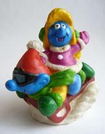 FIGURINE FIZZY SCHTROUMPF ET SCHTROUMPEFETTE SUR UNE LUGE - Smurfs