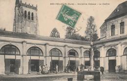 27 - BEC HELLOUIN - Ancienne Abbaye - Le Cloître - France