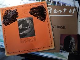 COUNT BASIE. LOT DE DEUX 33 TOURS. 1975 / 1980 MUSIDIC 30 JA 5105. ENREGISTREMENT DE 1944 A NEW YORK / PABLO - Vinyles
