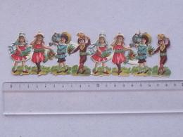 CHROMO DECOUPIS Gaufré: DEMOISELLE GARCONNET - Bande 8 Personnages Non-détaché - Fillette Jardin Fleur Arrosoir Bouquet - Enfants