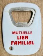 DECAPSULEUR EN METAL ET PLASTIQUE MUTUELLE LIEN FAMILIAL - Destapador/abrebotellas
