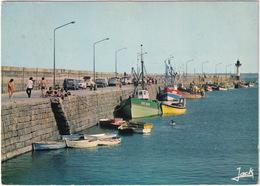 Saint-Quay-Portrieux: FORD TAUNUS 12M P4 TURNIER, RENAULT 8, 4, CITROËN 2CV - La Jetée Du Port - (22) - Toerisme