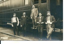 Carte Photo / Cheminots Ou Passagers Devant Leur Train Pour Nantes - Trains
