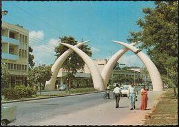 Kenia - Mombasa - Giant Elephant Tusks - Cars - VW Käfer - Kenia