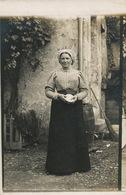 Carte Photo  à Localiser Femme Berry Berrichonne Coiffe Fromage  Peut Etre  Sancerre ..... - Autres Communes