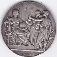 MEDAILLES EN ARGENT  CAISSE DEPARGNE ET DE PREVOYANCE DE PARIS FONDEE EN 1818 - France