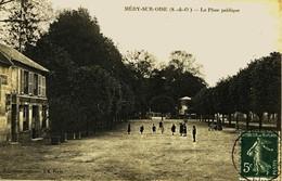 12924 - Val D'Oise  -  MERY Sur OISE :  Place Publique Et CAFE  P. BELIER à Gauche (disparu ??) Circulée En 1910 - Mery Sur Oise