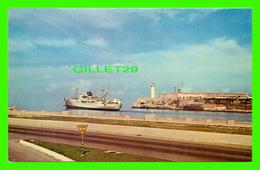 HABANA, CUBA - LA FORTERESSE DU MORRO, VUE DE MALECON - ANIMÉE DE BATEAU - PHARE - CUBARTIMPEX - - Cuba