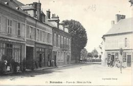 18 NERONDES Place De Lhotel De Ville - Nérondes