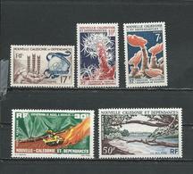 NLLE CALÉDONIE Scott 323, 338-9, C34, C35 Yvert 307, 322-3, PA74, PA75 (5) *LH Cote 18,75 $ 1963-5 - Neufs
