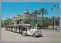 FR.- NICE. Le Petit Train Sur La Promenade Des Anglais Devant L'Hotel NEGRESCO. Ongelopen. - Cafés, Hotels, Restaurants