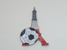 Pin's FOOTBALL, TOUR EIFFEL, PARIS - Football