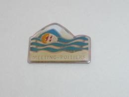 Pin's MEETING DE NATATION A POITIERS - Swimming