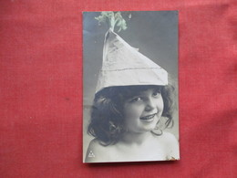 RPPC  Young Girl With Odd Hat  Ref 3233 - Enfants