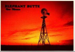 New Mexico Elephant Windmill At Sunset - Etats-Unis