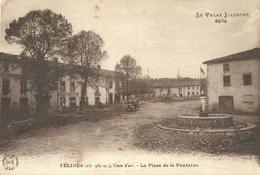 Felines La Place De La Fontaine - France