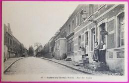 Cpa Sains Du Nord Rue Des Ecoles Carte Postale 59 Nord Proche Avesnes Sur Helpe Ramousies Glageon Etroeungt - France