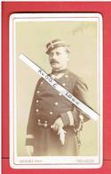 PHOTOGRAPHIE CDV SOLDAT OFFICIER 1870 PHOTOGRAPHE GEORGES 18 RUE DE LA PAROISSE A VERSAILLES - Guerre, Militaire