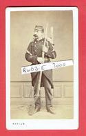 PHOTOGRAPHIE CDV SOLDAT 1870 PHOTOGRAPHE MARIUS 45 RUE REAMUR A PARIS - Guerre, Militaire