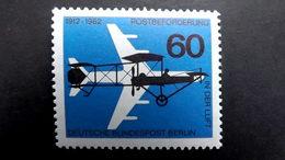 """Deutschland Berlin 230 **/mnh, 50 J. Luftpostbeförderung, """"Gelber Hund"""" (Flugzeug Der Euler-Werke) Vor Düsenflugzeug - Unused Stamps"""