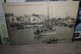 Carte Postale Vendée St Gilles Vue Un Jour De Fête Bateaux - Saint Gilles Croix De Vie