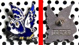 Pin's Industrie : La Chouette ( Hibou ) D'une Société De Gardiennage Et Surveillance : SECURITY SURVEYOR émaillé - Police