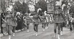 Photo. De Professionnelle : Tournon - Ardèche  Majorettes Nice à Confirmer - Féte Des Fruits Et Des Vins - Juin - 1972 - Lieux